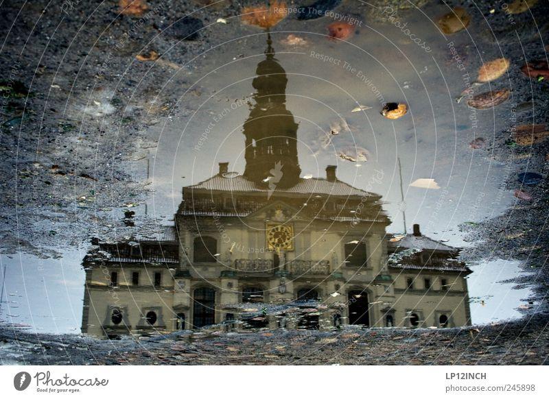 Salt City Lüneburg Wasser Deutschland Europa Kleinstadt Stadtzentrum Altstadt Marktplatz Rathaus Gebäude Sehenswürdigkeit Stein kalt bizarr Kultur Surrealismus