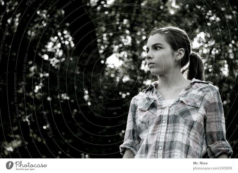 schwarz weiß kariert feminin Junge Frau Jugendliche Gesicht Garten Hemd Haare & Frisuren langhaarig Zopf außergewöhnlich dunkel schön natürlich ruhig Hoffnung