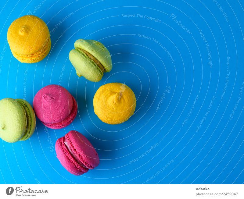 gebackene Kuchen aus Mandelmehl Makronen Dessert Süßwaren Essen hell blau gelb grün rosa Farbe Macaron Hintergrund Lebensmittel farbenfroh Vanille Französisch