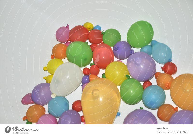 bombe .. Wasser Freude Spielen nass Luftballon rund Spielzeug Flüssigkeit Gummi Kühlung