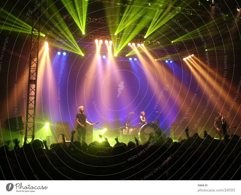 aerzte in concert Musik Konzert Schnur Rockmusik Gitarre Punk Klang Scheinwerfer Musikinstrument