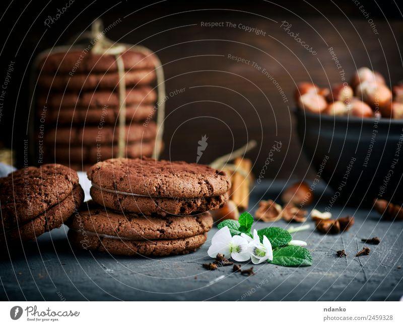 Stapel runder Schokoladenkekse Kuchen Dessert Süßwaren Ernährung Blume Essen dunkel lecker braun schwarz Keks Hintergrund Lebensmittel süß backen Biskuit