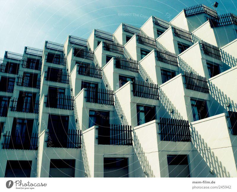 Living in Boxes I Meer Wohnung Häusliches Leben Hotel Balkon Schachtel Mallorca Gebäude Landwirtschaft Bienenstock Massentierhaltung Massentourismus