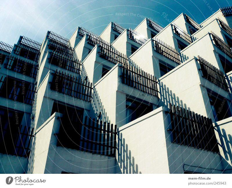 Living in Boxes II Hotel Massentourismus Schachtel Häusliches Leben Massentierhaltung bettenburg Mallorca Wohnung zimmer Balkon Meer geschachtelt Bienenstock