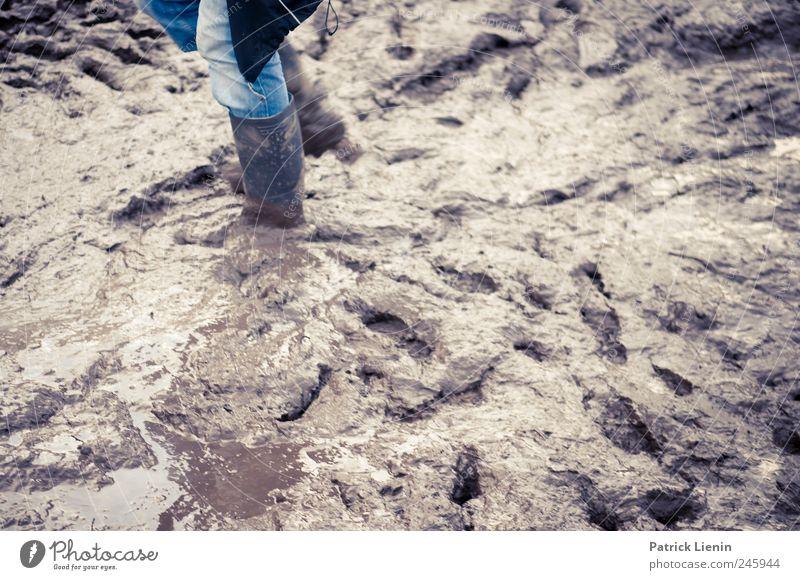 Mudville Umwelt Stil Schuhe Freizeit & Hobby dreckig laufen nass Ausflug außergewöhnlich Lifestyle einzigartig Kreativität Konzentration Stress chaotisch Sorge