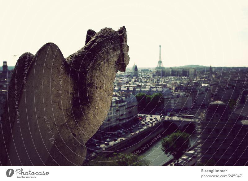 Den Eiffelturm fest im Blick Stadt dunkel Stein Beton ästhetisch Paris historisch Geländer Denkmal Frankreich Hauptstadt Aggression hässlich Altstadt