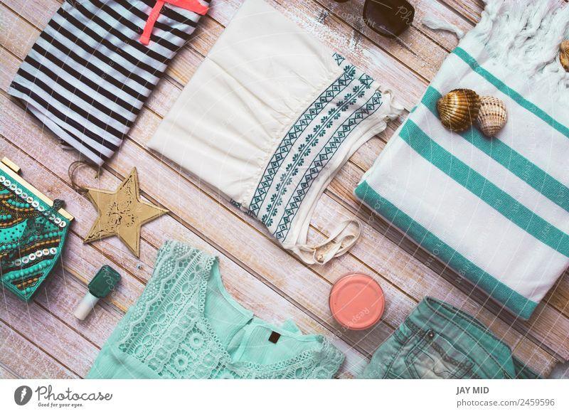Sommer Mode Mädchen Kleidung Set. Kollektion Lifestyle Stil Ferien & Urlaub & Reisen Strand Frau Erwachsene Bekleidung Hemd Jeanshose Bikini Accessoire Tasche
