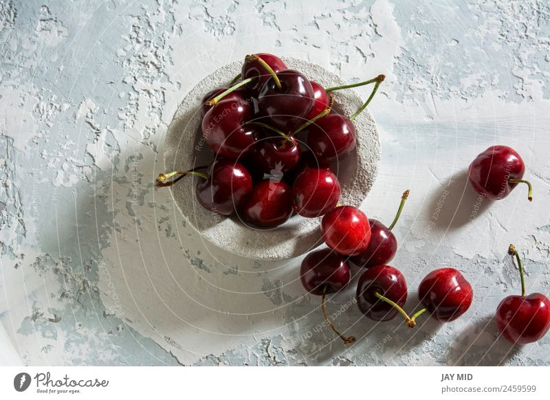 köstliche Kirschen Lebensmittel Frucht Dessert Süßwaren Ernährung Frühstück Vegetarische Ernährung Teller Schalen & Schüsseln Stil Tisch Natur Blatt frisch