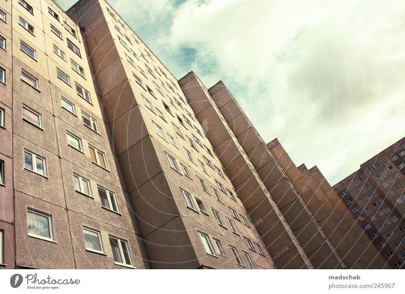 Der Zweck macht die Musik. Stadt Fenster Stimmung Fassade Armut Ordnung Hochhaus Wachstum Gewalt Verfall Sorge Aggression Stolz Hass Frustration Krise