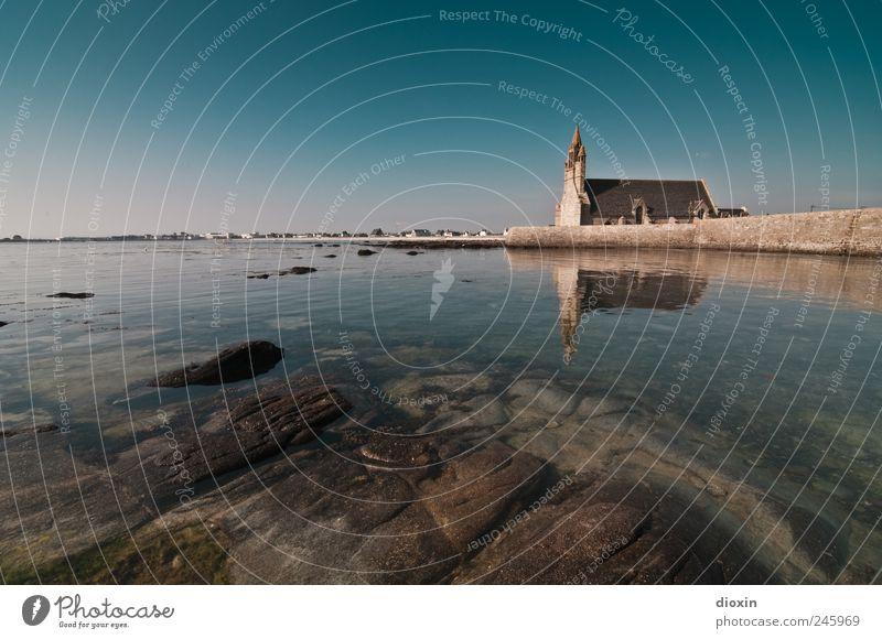 Notre-Dame de la Joie Himmel Wasser alt Sommer Ferien & Urlaub & Reisen Meer Küste Religion & Glaube Felsen Tourismus Europa Kirche authentisch Klarheit Dorf Frankreich