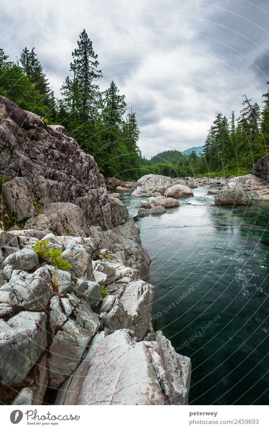Small river on Sutton Pass, Vancouver Island, Canada Natur Landschaft Wolken Wald Felsen Berge u. Gebirge Fluss wandern blue Kanada clouds flowing gray green