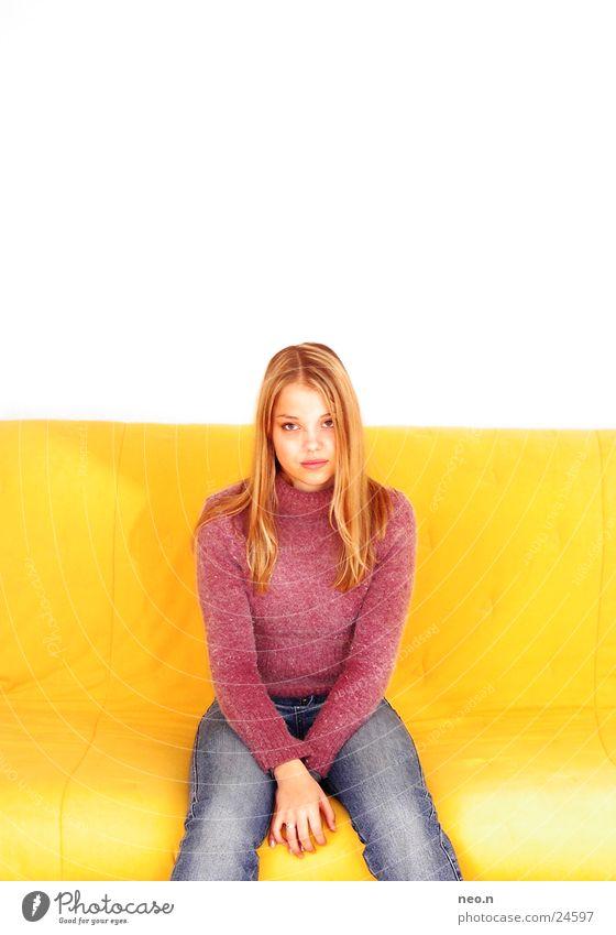 Melina schön Gesicht Sofa Mensch feminin Junge Frau Jugendliche Erwachsene Körper 13-18 Jahre Kind sitzen warten Freundlichkeit niedlich blau gelb rosa weiß