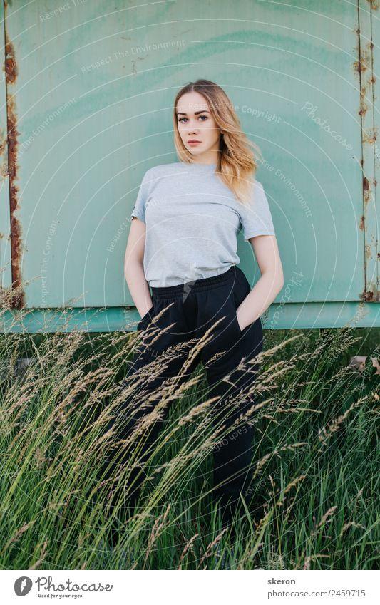 Mensch Natur Jugendliche Junge Frau Pflanze Erholung 18-30 Jahre Gesicht Erwachsene Auge feminin Garten Mode Haare & Frisuren Kopf Park