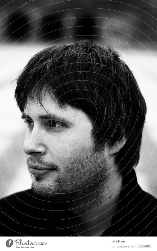 steffi früher mal Mensch maskulin Junger Mann Jugendliche Erwachsene Kopf Bart 1 18-30 Jahre schwarz weiß Schwarzweißfoto Außenaufnahme Porträt Blick nach vorn