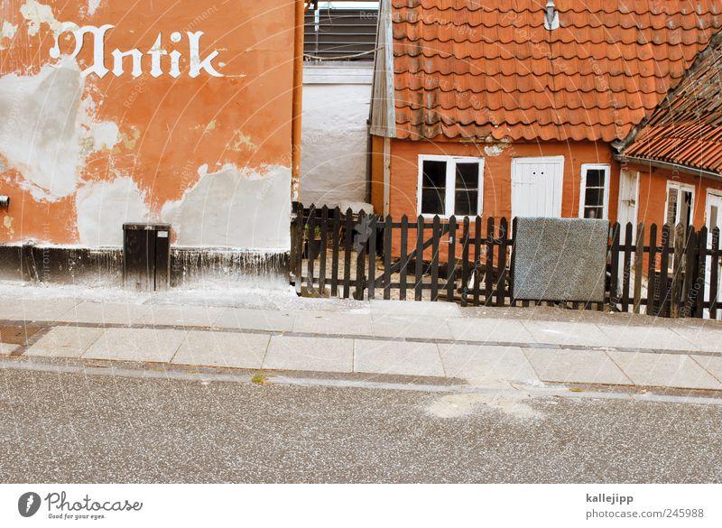 altstadt Dorf Kleinstadt Altstadt Haus Mauer Wand Fenster Tür Fußmatte hängen Zaun Bürgersteig Straße Dänemark Hof antik Ladengeschäft Antiquität Farbfoto