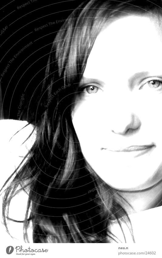 judy feminin Grauwert schön hell grinsen schwarz Porträt dunkel Frau Mensch Kontrast Gesicht lachen Auge Haut Haare & Frisuren woman Mund