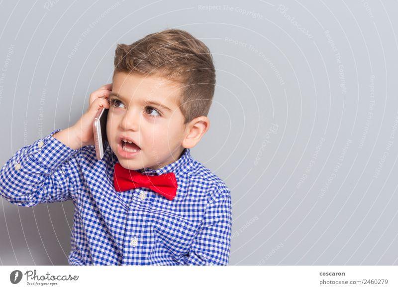 Kleiner Junge telefoniert mit dem Kopierraum. Freude Glück schön Gesicht Kind sprechen Telefon Handy PDA Technik & Technologie Mensch Kleinkind Mann Erwachsene