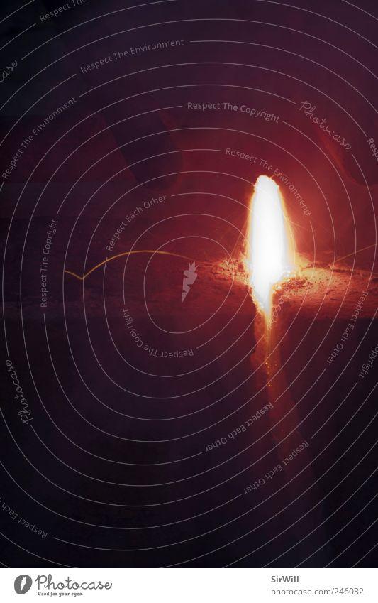 Lavaspektakel weiß rot gelb Wärme Brand Feuer Rauch Explosion Vulkan Funken Glut