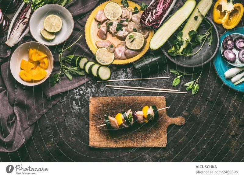 Hähnchenspieße mit Zucchini und Paprika zubereiten Lebensmittel Fleisch Gemüse Kräuter & Gewürze Ernährung Mittagessen Picknick Bioprodukte Geschirr Stil Design