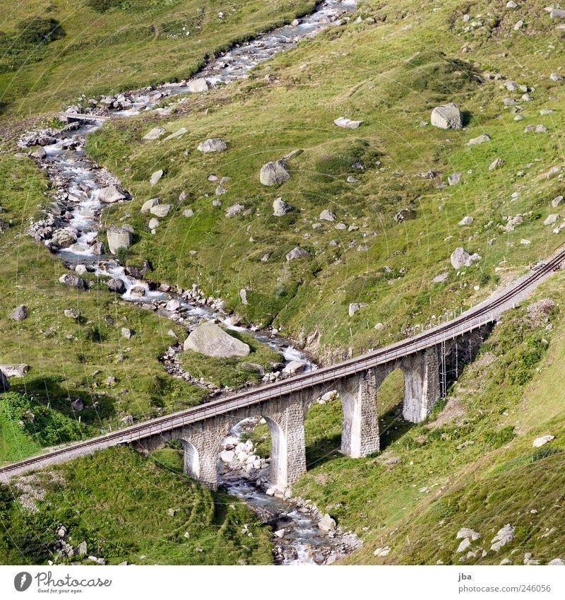 Brücke Berge u. Gebirge wandern Natur Sommer Felsen Alpen Bach Wildbach Furkapass Schweiz Schienenverkehr Bahnfahren Stein authentisch viadukt Gleise