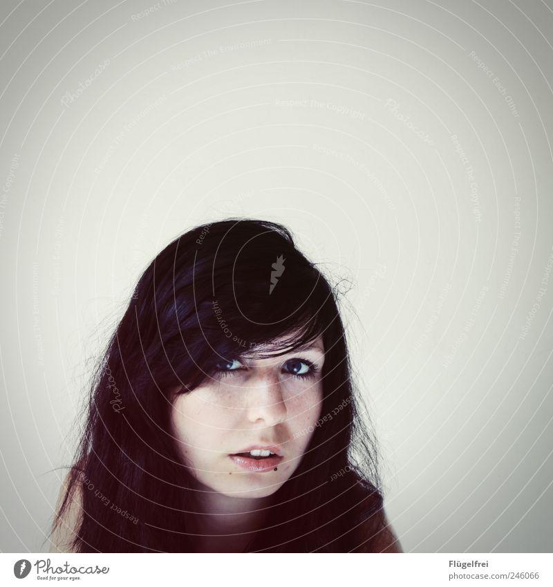 [...] Platz für Gedanken feminin Junge Frau Jugendliche 1 Mensch 18-30 Jahre Erwachsene Blick Haare & Frisuren Piercing weiß Einsamkeit leer Auge hypnotisch