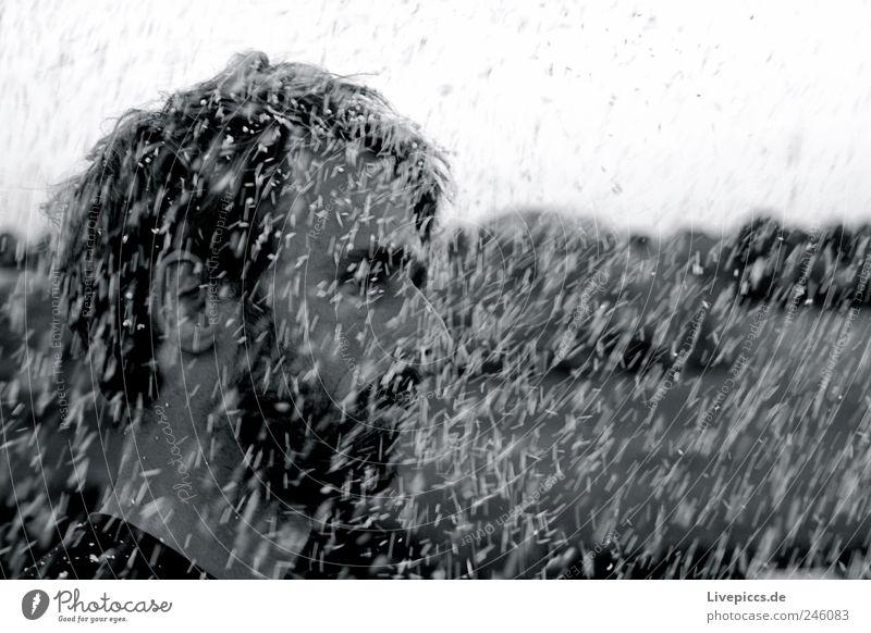 Styrodur Mensch maskulin Mann Erwachsene Kopf 1 30-45 Jahre schwarz weiß Meschen Schwarzweißfoto Außenaufnahme Tag Zentralperspektive Blick nach vorn