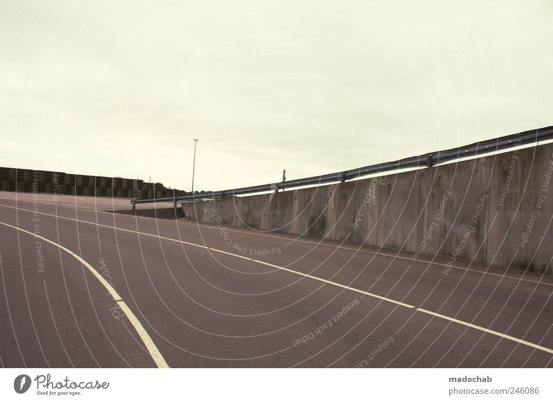 Ende gut, kurzer Sinn. Einsamkeit Straße Wand Bewegung Wege & Pfade Mauer Traurigkeit Schilder & Markierungen Ordnung Beton Verkehr planen leer Perspektive