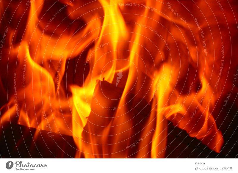 In Flames Farbe rot Wärme orange Feuer heiß brennen Flamme glühen Herd & Backofen Feuerstelle Brennholz Kaminfeuer
