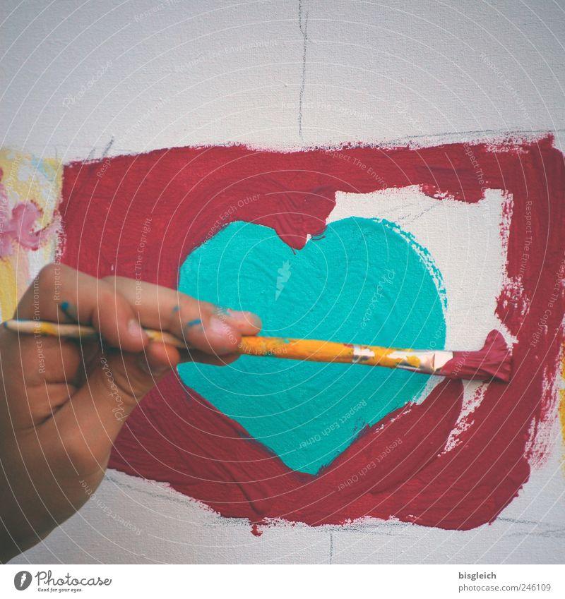 Herzblatt Kindergarten Schulkind Hand Finger Kunst Künstler Maler Pinsel zeichnen grün rot Liebe malen Farbfoto Außenaufnahme Tag