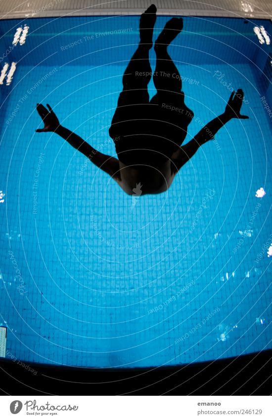 inverted back Mensch Mann blau Wasser Freude Erwachsene Leben Sport Bewegung springen Luft Körper Schwimmen & Baden fliegen hoch Schwimmbad