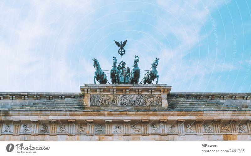 branderburger tor Kunst Skulptur Architektur Hauptstadt Mauer Wand alt Brandenburger Tor Berlin Himmel Deutschland Bronzeskulptur Pferd Wahrzeichen Tourismus