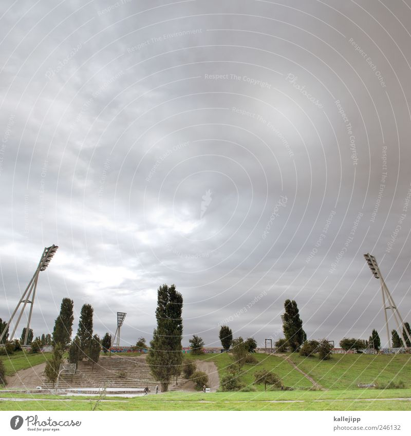 mauerpark Wolken Wiese Berlin Berge u. Gebirge Gras Park Lifestyle Hügel Hauptstadt Mast Stadion Flutlicht Pappeln