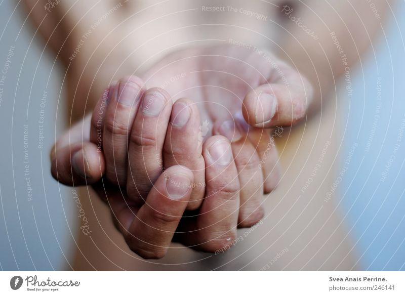 vergeblich bitten,die kranken hände. Mensch Hand kalt Wand Mauer Zufriedenheit Arme Haut maskulin Finger Hoffnung Wunsch festhalten Glaube Leidenschaft