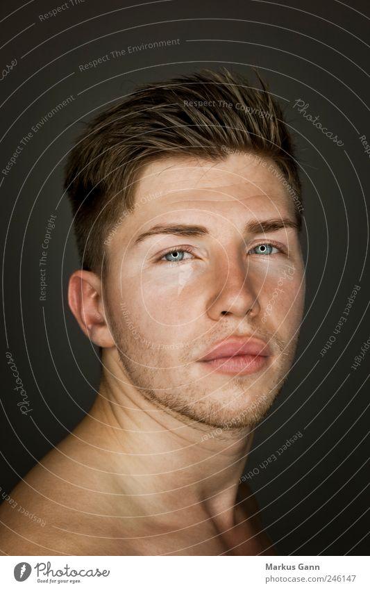 Portrait von einem jungen Mann Mensch Mann Jugendliche ruhig Gesicht Erholung Kopf Stil Erwachsene Mund maskulin Coolness Model Lippen Vertrauen