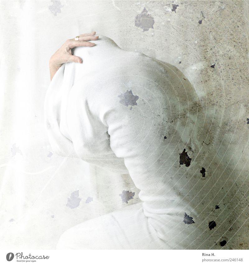 * Mensch weiß Hand Gefühle hell Kunst träumen Angst sitzen Rücken bedrohlich Schutz verstecken Schmerz Gewalt Stress