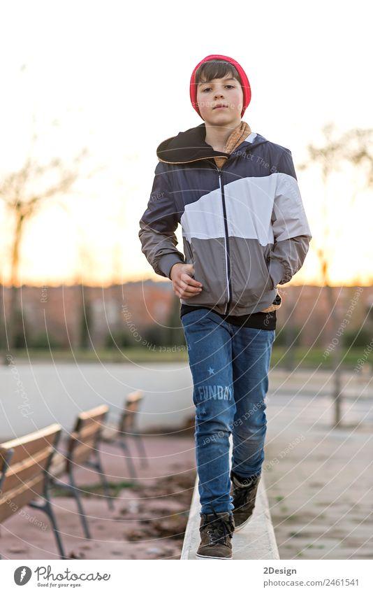 Kind Mensch Natur Jugendliche Mann Blatt Gesicht Erwachsene Lifestyle Herbst feminin Stil Glück Junge Park 13-18 Jahre