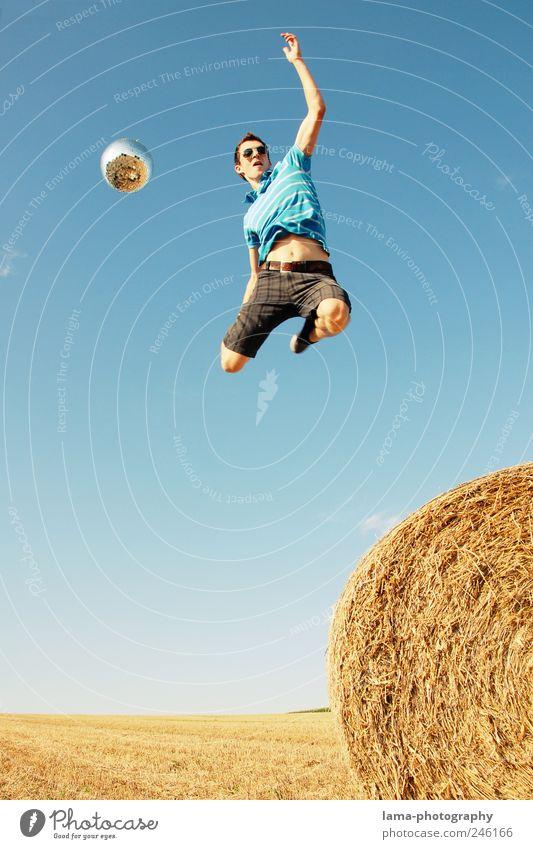 Jump around! Mensch Natur Jugendliche Ferien & Urlaub & Reisen Sommer Erwachsene Landschaft Leben Spielen Freiheit springen Feste & Feiern Feld Freizeit & Hobby
