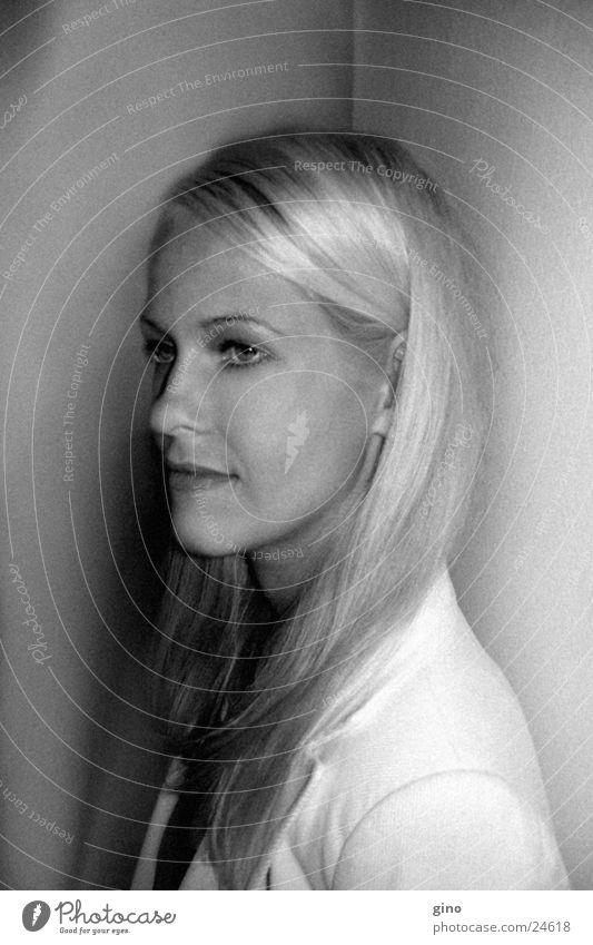 portrait s/w Frau Gesicht blond Porträt