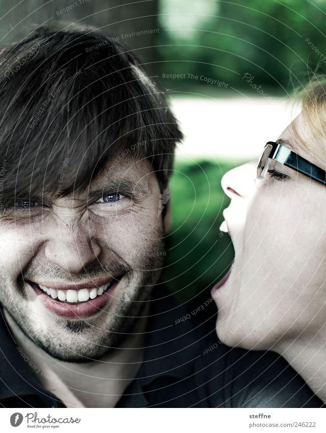 zum anbeißen Mensch maskulin feminin Junge Frau Jugendliche Junger Mann Kopf Zähne 2 18-30 Jahre Erwachsene Park lustig verführerisch Brille Farbfoto