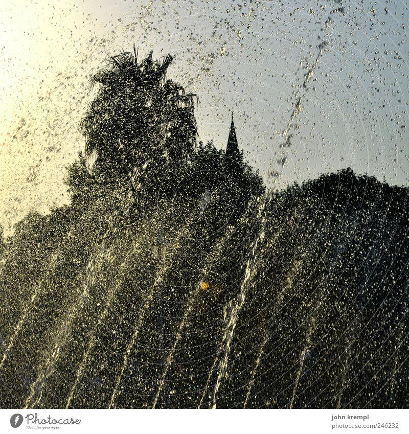 here come the warm jets Wasser Freude schwarz gelb Erholung Park nass Wassertropfen Brunnen Lebensfreude Palme blenden Türkei Optimismus Istanbul Moschee
