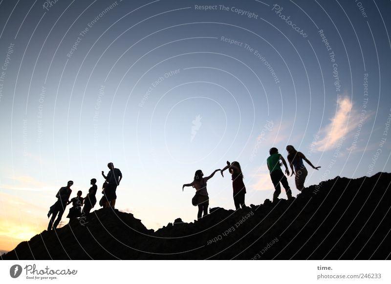 Soultown Mensch Himmel Jugendliche Freude Wolken Erholung Landschaft Berge u. Gebirge Bewegung Menschengruppe Stimmung Paar Freundschaft Feste & Feiern Zufriedenheit Tanzen