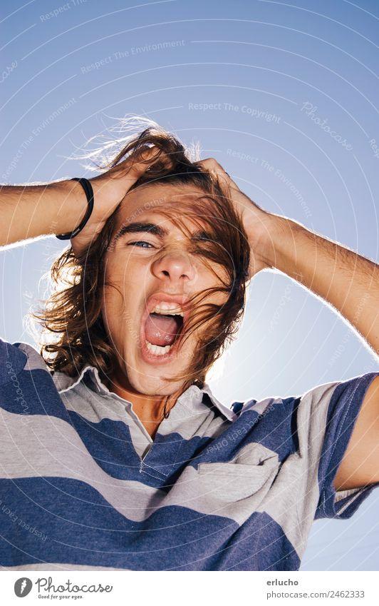 Euphorischer Teenager Lifestyle Sonne Feste & Feiern Mensch maskulin Junge Frau Jugendliche Mann Erwachsene Hand 1 18-30 Jahre Wind Stadt T-Shirt Hemd blond