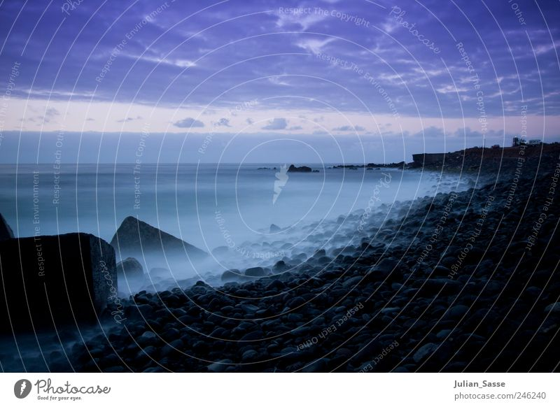 Nachdem die Sonne unterging Himmel Wasser Sommer Strand Meer Wolken dunkel Landschaft Stein Küste Wellen Nebel Insel ästhetisch geheimnisvoll Bucht