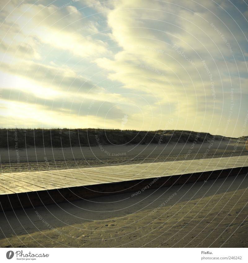 as i walked along Himmel Natur blau Ferien & Urlaub & Reisen Strand Wolken Ferne gelb Wege & Pfade Sand Küste hell Erde gold Ausflug frei