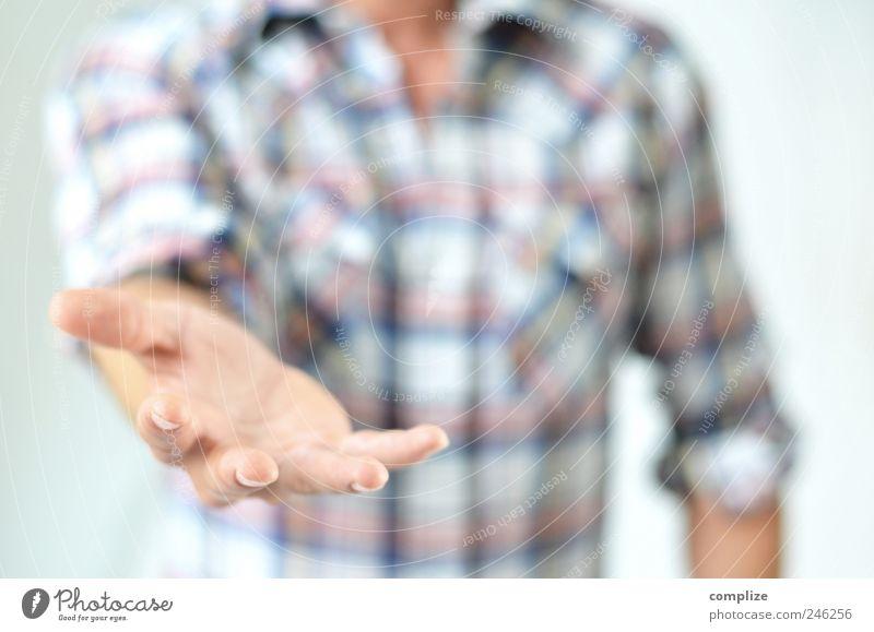 Wer gibt, dem wird gegeben ! Mann Hand Erwachsene Glück Arbeit & Erwerbstätigkeit maskulin Arme Armut Finger Zeichen Hilfsbereitschaft festhalten Wunsch ausdruckslos Wirtschaft Handwerk