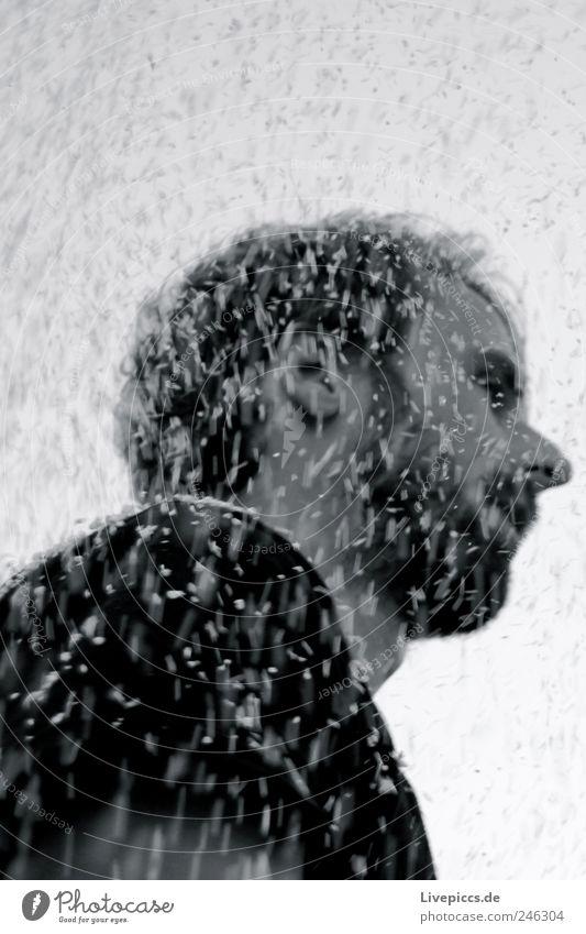 Styrodur 3 Mensch maskulin Mann Erwachsene Kopf Gesicht 1 30-45 Jahre schwarz weiß Schwarzweißfoto Außenaufnahme Tag Froschperspektive Blick nach vorn
