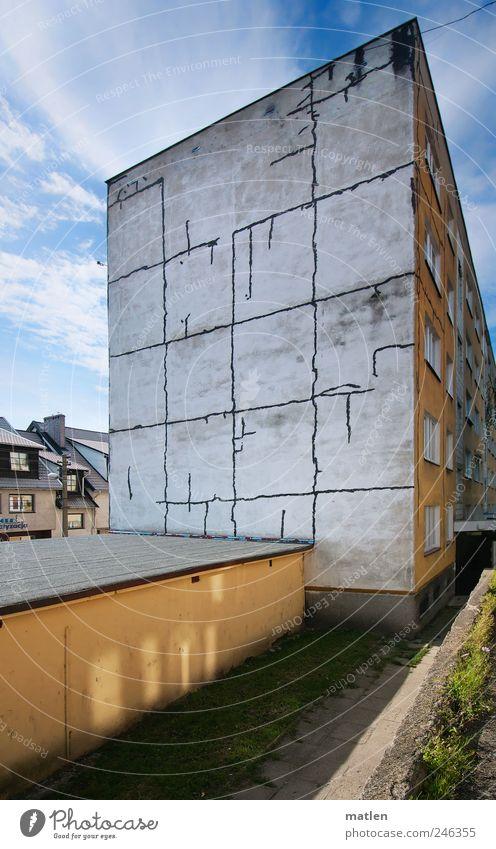Platte Stadt Menschenleer Haus Traumhaus Hochhaus Mauer Wand Fassade blau gelb Krise Plattenbau Garage Riss Lichtblick Farbfoto Außenaufnahme