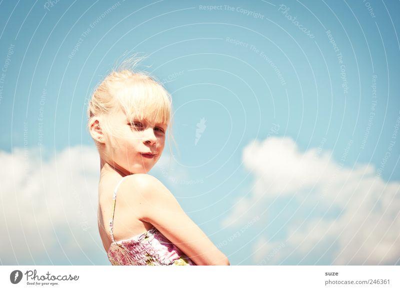 Über den Dingen ... Freude schön Freizeit & Hobby Kind Mensch Mädchen Kindheit Haare & Frisuren Gesicht 1 8-13 Jahre Himmel Wolken Sommer Kleid blond Coolness