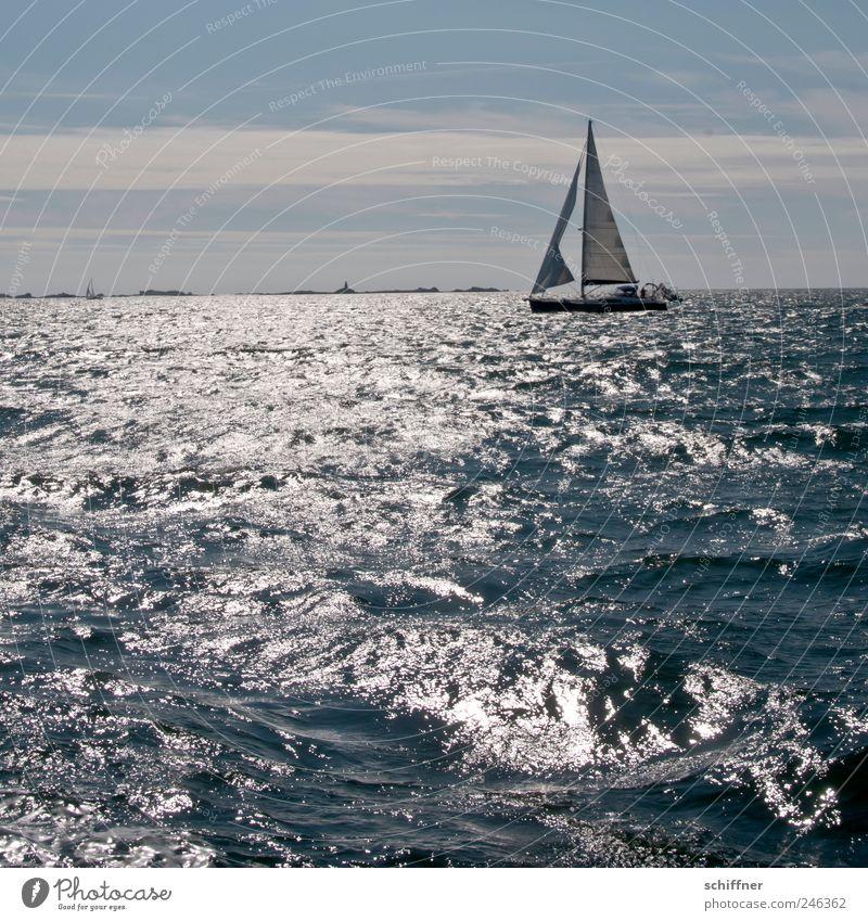 Flatternde Fock Wellen Meer Freiheit Segeln Jolle Atlantik Küste Gegenlicht Leuchtturm Schönes Wetter Wasser Meerwasser Segelboot Außenaufnahme