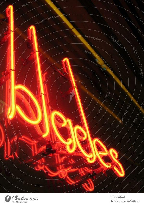 blades Neonlicht rot Lampe Spiegel Industrie night Klinge